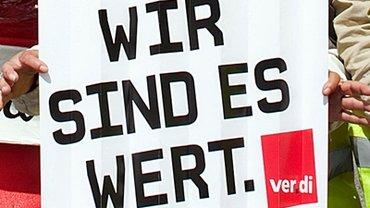 Ein Schild mit der Aufschrift: Wir sind es wert