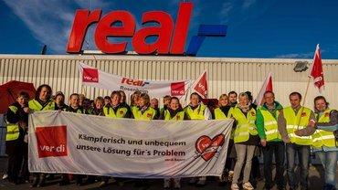 Bundesweite Streiks und Aktionen: real,- Beschäftigte kämpfen für die Tarifbindung