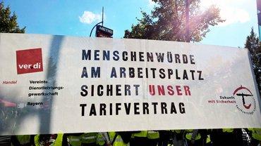 Streikdemonstration: Gegen Tarifflucht bei real,-