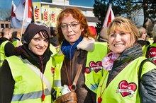 Beschäftigte  der SB-Warenhauskette real,- setzen ihren Protest gegen die Tarifflucht der Metrotochter aus der Tarifbindung weiter fort. Am 10.03.2016 vor der real,- Zentrale in Mönchengladbach.