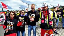 "Streikende in Soli-Shirts: ""Pro Amazon mit Tarifvertrag"""