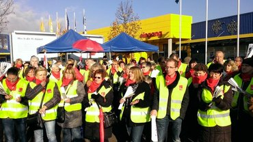 Protest vor IKEA Filliale Saarlouis