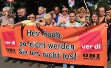 OBI-Beschäftigte zeigen Flagge gegen Union Busting