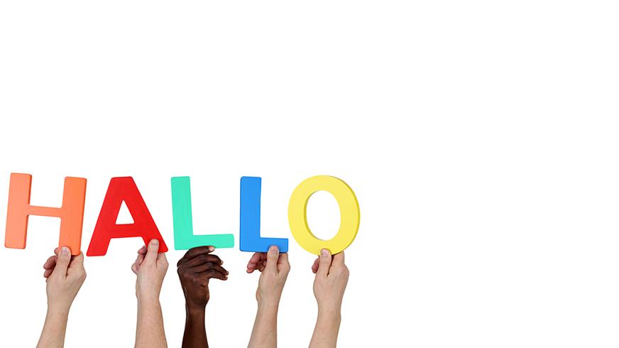 Multikulturell People Gruppe halten das Wort Hallo