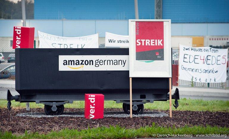 Streik bei Amazon – ver.di Schild