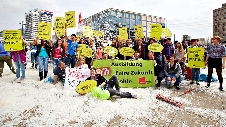 Die ver.di Jugend im Handel (Aktion am Berliner Alexanderplatz 2013)