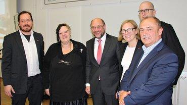 Gemeinsam für die AVE: Martin Schulz und die ver.di Tarifkommission für den Einzelhandel in NRW