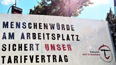 Transparent auf real,- Demo bei METRO in Düsseldorf (Sept 2015)