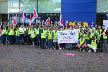 Die Streikenden bei IKEA und H&M in Hamburg bedanken sich für die Solidarität der Gewerkschaft National Garment Workers Federation (NGWF, Bangladesch) 1600x1067