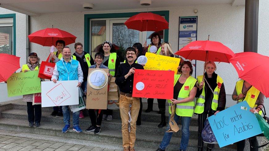 Beschäftigte aus dem Handel beim Handelsverband Bayern in Bayreuth (09.04.2019)