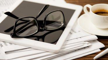 Zeitung Pressespiegel Lesebrille Brille Tablet News