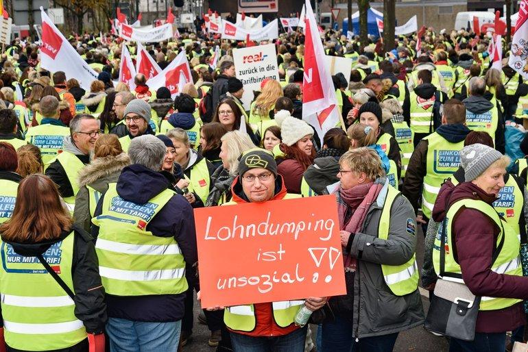 Streikbotschaft vor der Metro-Zentrale am 26. November 2018