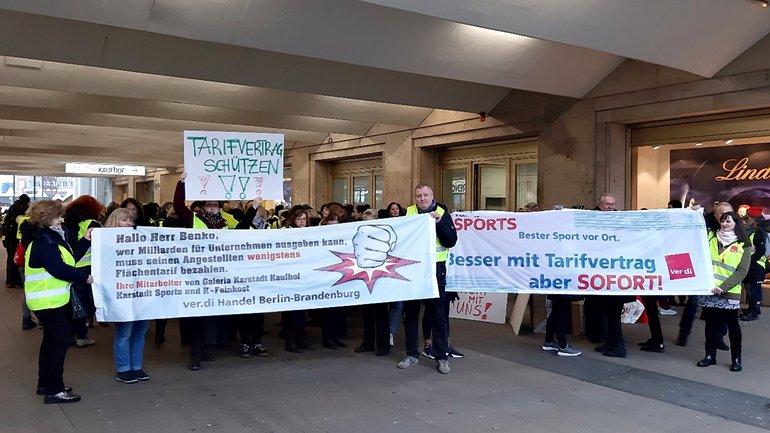 Bundesweite Streiks bei Kaufhof, Karstadt Sports und Karstadt Feinkost, hier in Berlin (12.12.2019)