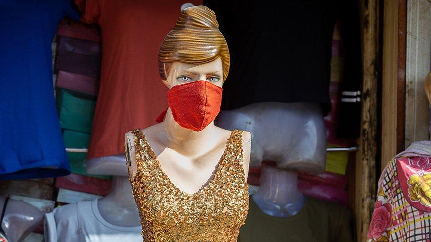 Corona Virus Maske Schutz Covid-19 Schaufenster Einzelhandel