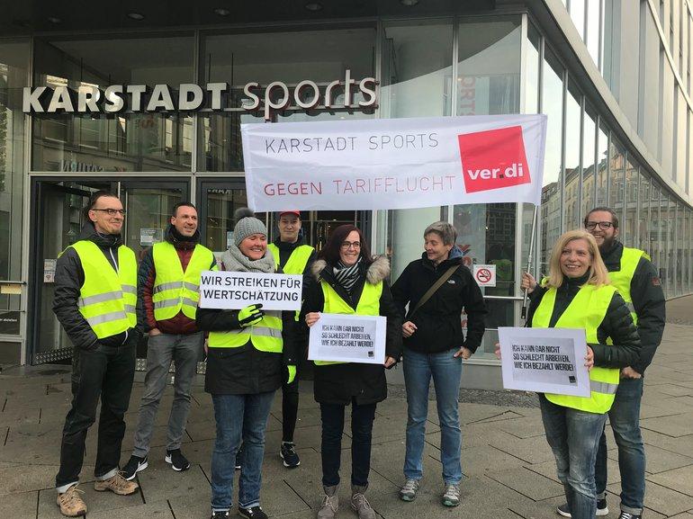 Bundesweite Streiks bei Kaufhof, Karstadt Sports und Karstadt Feinkost, hier in Erfurt (12.12.2019)