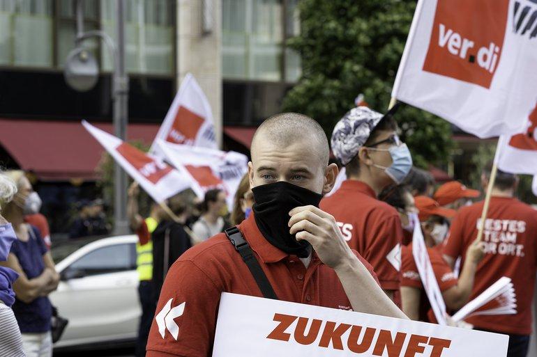 Galeria Karstadt Kaufhof Karstadt Sports Protest Demo Berlin Signa-Zentrale 30. Juli 2020