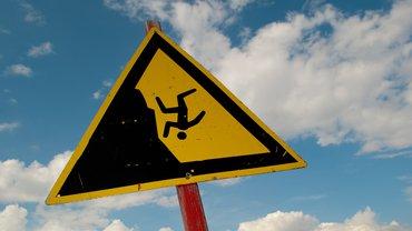 Absturz Warnschild Hinweis Schild abwärts