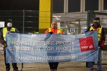 Streikposten am 26. November 2020 vor Amazon in Bad Hersfeld