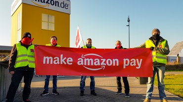 Streikposten am 27.11.2020 vor Amazon in Bad Hersfeld