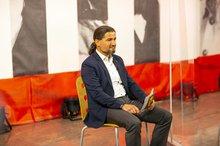 Orhan Akman bei der Podiumsdiskussion »Krisengewinnler Amazon«