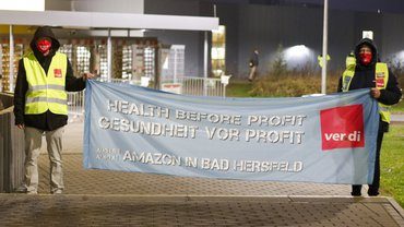 Streikposten am 26. November 2020 vor Amazon in Bad Hersfeld