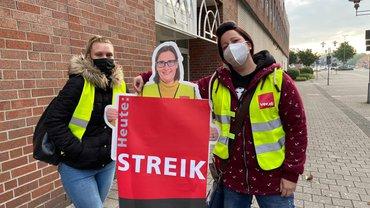 Streikende Kaufland-Beschäftigte am 20.Mai 2021 in Oberhausen