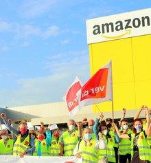 Streikposten am 21. Juni 2021 vor dem Amazon Fulfillment Center in Graben