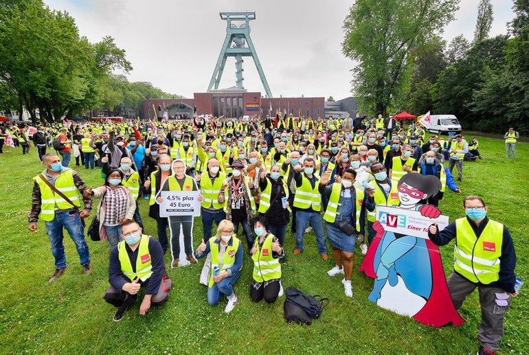 Streikende am 24. Juni 2021 bei der landesweiten Kundgebung in Bochum