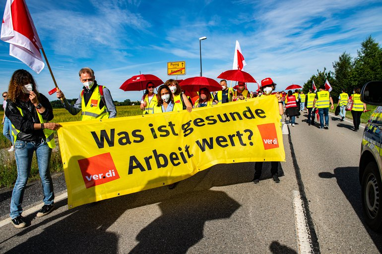 Streikende demonstrieren am 5. Juli 20215 in Anzing