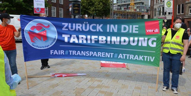 Streikende demonstrieren am 13. August 2021 auf dem Hamburger Gänsemarkt