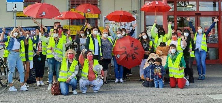 Streikende bei Kaufland in Moosburg im August 2021