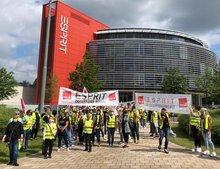 Streikposten am 2. Juli 2021 vor Esprit in Ratingen