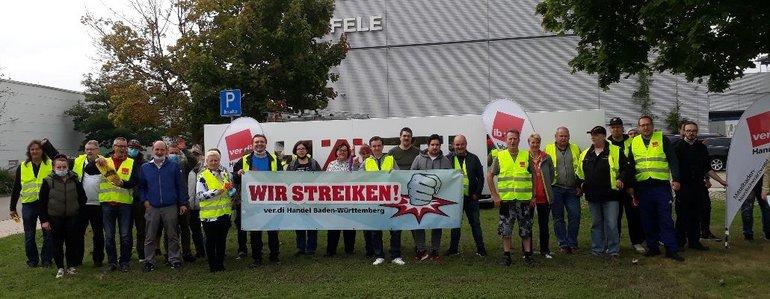 Streikposten am 21. September 2021 bei Häfele in Nagold