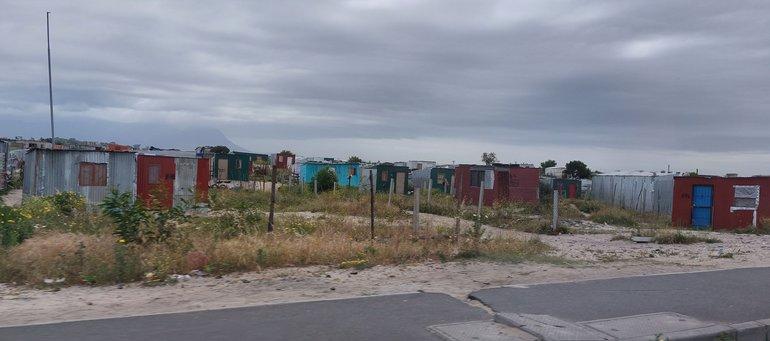 Erbärmliche Lebensbedingungen: Township am Rande der Weinfarm Leeuwenkuil in Südafrika